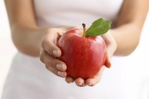 Чому потрібно регулярно їсти яблука?